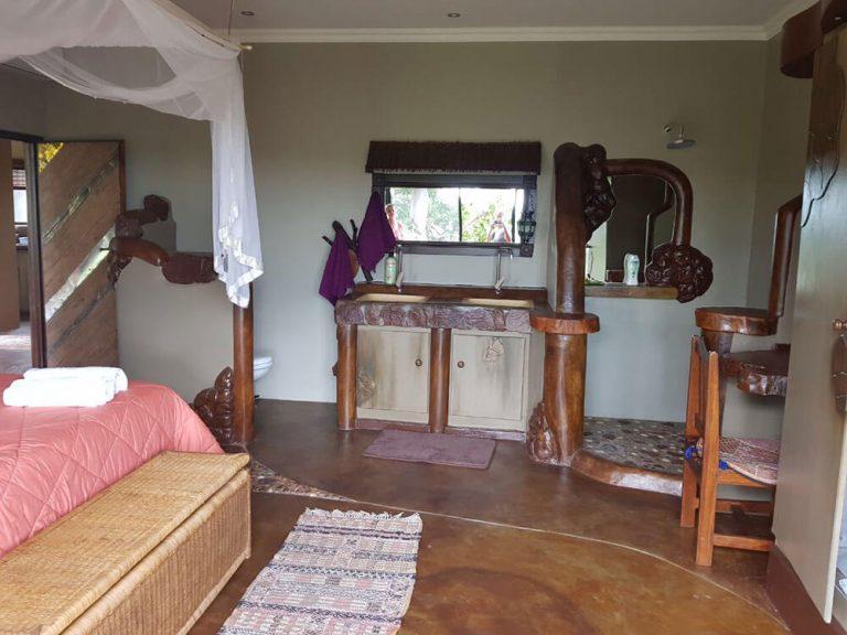 En-suite Bahtroom with Shower ONEness Leopards Rock Bush Boutique